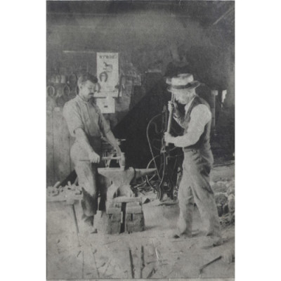 Blacksmiths: Walter and William Fish, 1908. Courtesy N. Dunfee.